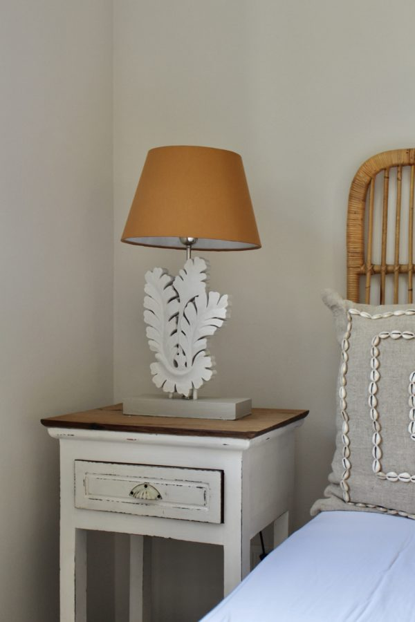 Expressionsmetis Home Decor Furniture Lighting Bed Side Lamp Leaf Design Light Grey Table Lamp